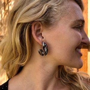 FREE when bundled!🦋UO Acrylic Drop Earrings!🌿
